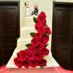 Torta de Boda Quito, flores rojas naturales